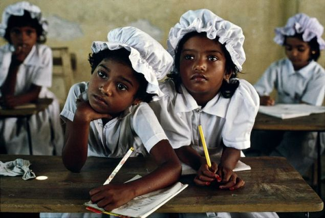 Steve Mc Curry's Blog - Classrooms around the word- people reading