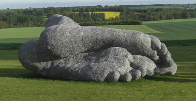 Wire Feet by Sophie Ryder (SOURCE: inspirationgreen.com)